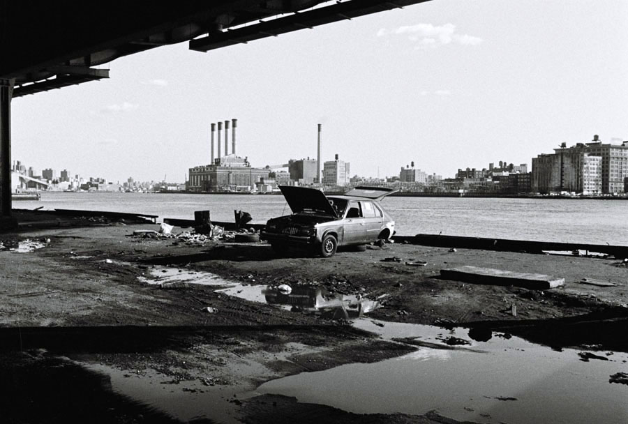 000009-000011-a31447-crop-brooklin-brigde-water-hudson-river-car-shadow-light-rene-nuijens-copyright-amsterdam-photographer-new-york-brooklin-brigde-magnum